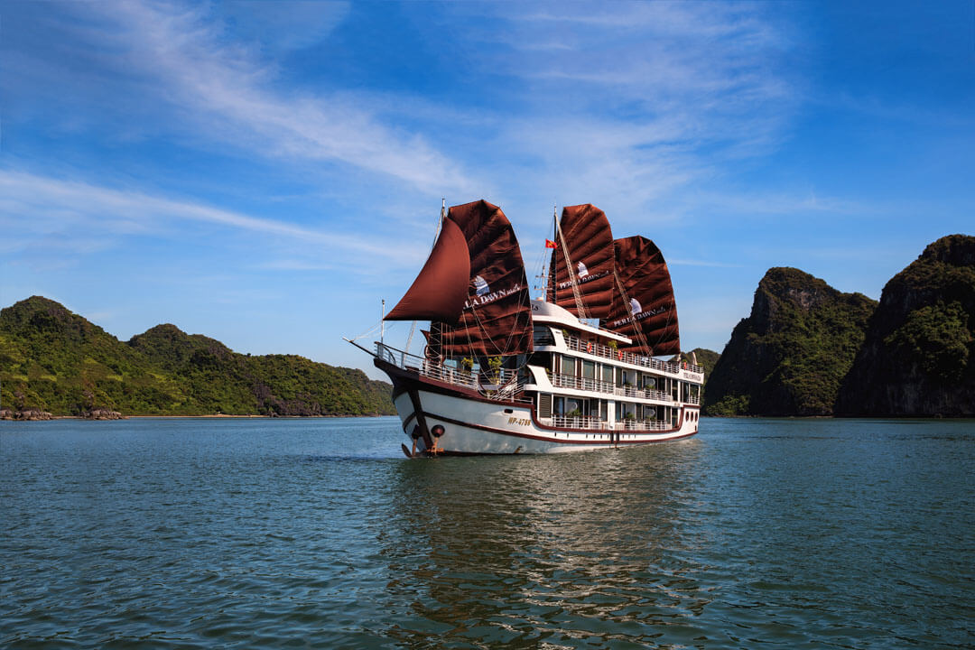 LUXURY PACKAGE WITH PERLA DAWN CRUISE (BAI TU LONG BAY - LAN HA BAY)