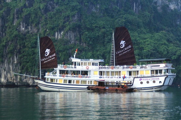 SUPER SAVINGS: LUXURY PACKAGE WITH VIOLA CRUISE (4DAYS / 3NIGHTS)